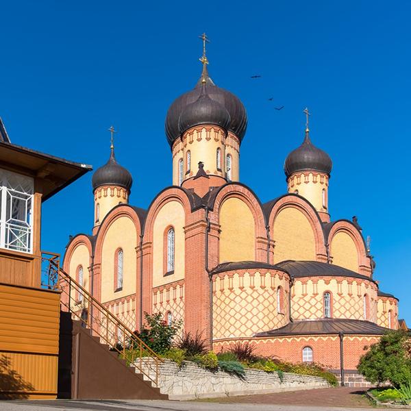 Посетит храмы и церкви Эстонии, ратуши и другие интересные места