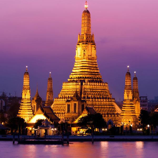 Древние храмы, старинные каменные здания в Таиланде
