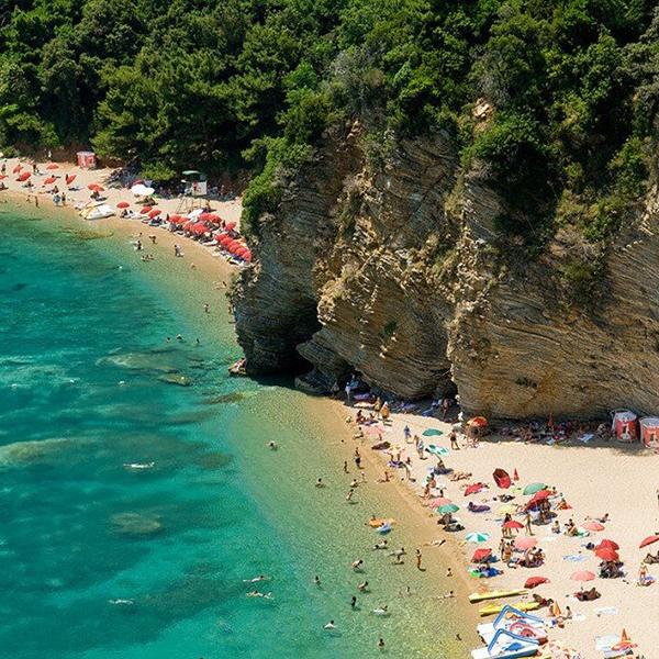 Скалистые пляжи Черногории, красивые и необычные места