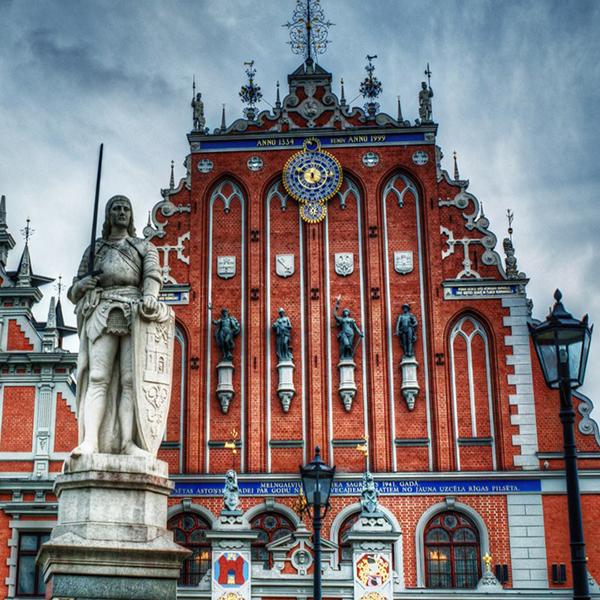 Посетить дом Черноголовых в Латвии, посетить достопримечательности Латвии