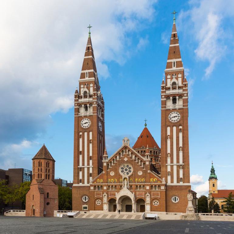Посетите архитектурные шедевры Венгрии, такие как кафедральный собор Сегеда